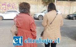 Las hermanas saliendo de tribunales donde fueron a averiguar la situación vivida por su hermano. (Por seguridad no mostramos sus rostros).
