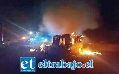 El fuego consumió en su totalidad una vivienda pre fabricada en el sector La Higuera de Santa María la tarde noche de este viernes. (Fotografías: Emergencia Santa María).