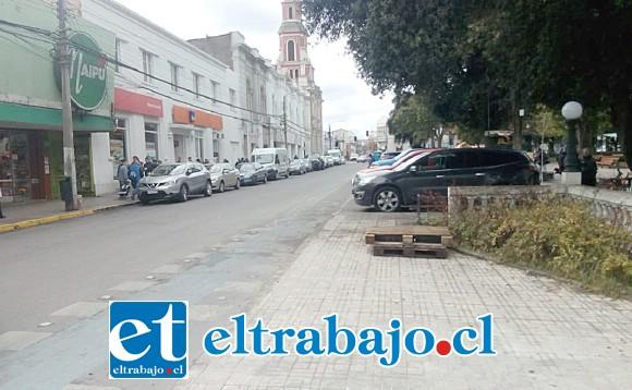 Este era el panorama en calle Prat durante la mañana de ayer.