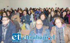 PROFESORES EN PARO.- Cientos de profesores respaldaron el comunicado que ayer martes hicieron público sus voceros.