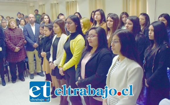 El acto oficial se desarrolló con plena solemnidad en el auditorio del Corina Urbina, asistió también el Jefe Daem Iván Silva.