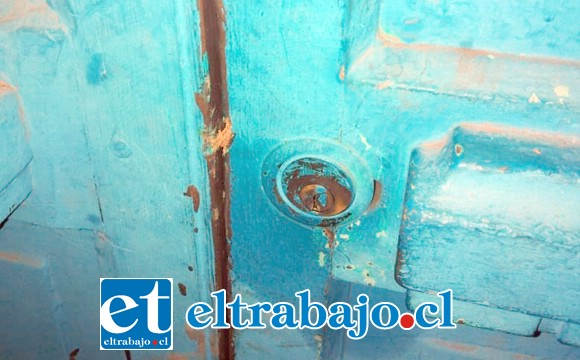 El sujeto intentaba abrir la puerta principal del local comercial ubicado en calle Almirante Latorre de Santa María, lugar donde reside su propietario.