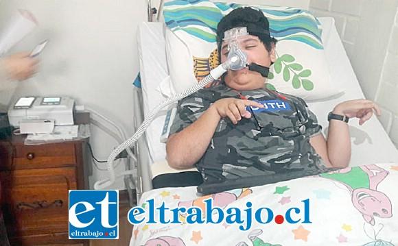 El adolescente atado a su respirador, pronto debería comenzar a cambiar su vida.