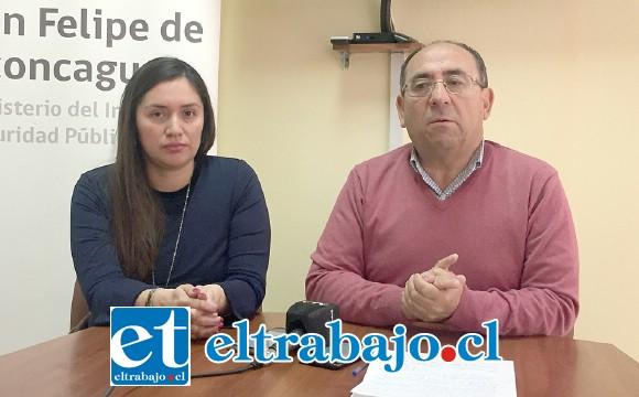 Claudio Rodríguez, gobernador de la provincia de San Felipe, junto a Juana Díaz, encargada del departamento de Extranjería, fueron enfáticos en señalar la importancia de la inscripción en la web, pues esa será la instancia que se respetará para completar el proceso de regularización extraordinario.