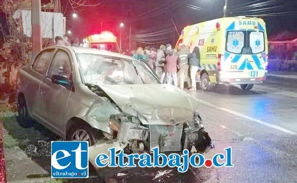 El accidente ocurrió la noche de este domingo en avenida Maipú con O'Higgins en San Felipe. (Fotografías: Marco Hurtado Rocha).