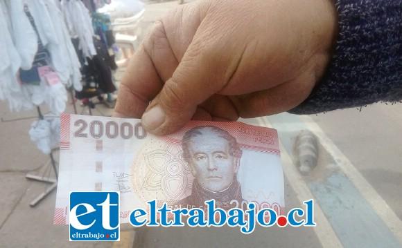 Este es un billete de veinte mil pesos falso.