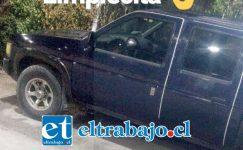 Esta es la camioneta que dos delincuentes se robaron en cuatro minutos en la intersección de las calles Navarro con Prat, pleno centro de San Felipe.