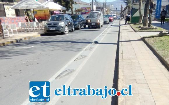 Calle Merced actualmente permite de nuevo el estacionamiento, lo que genera conflicto con las ciclo vías.