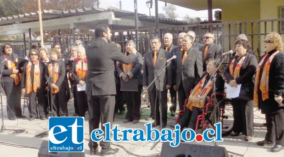CORISTAS LISTOS.- Desde hace varias semanas estos coristas sanfelipeños ensayan y mejoran para poder lucirse en el 20º Encuentro Latinoamericano de Coros de Adultos Mayores de Argentina 2019.