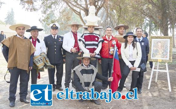 Esta es la delegación de chilenos que viajó a la ceremonia realizada en Argentina, junto al busto y el retrato del General Bernardo O'Higgins obsequiados a las autoridades trasandinas.