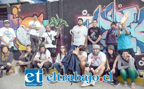 ARTISTAS URBANOS.- Aquí tenemos a un buen grupo de muralistas de distintas ciudades de la V Región, quienes llegaron a San Felipe para embellecer la comuna.