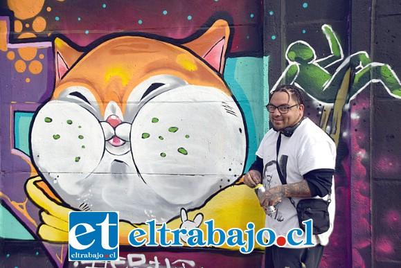 EL GATO DEL AÑO.- Aquí tenemos a Sebastián Barrientos, pintor y tatuador de Llay Llay, este artista del Grafiti, con este tremendo gato glotón bien dibujado, un trabajo impecable.