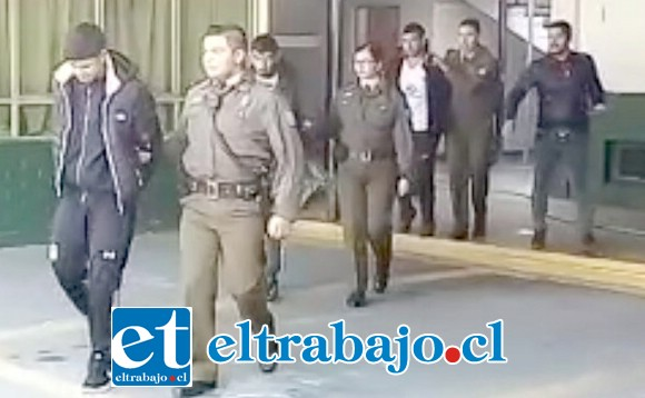 Los tres hermanos apodados 'Los Che' fueron trasladados hasta el Juzgado de Garantía de San Felipe para ser formalizados por la Fiscalía.