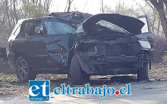 En estas condiciones quedó el vehículo conducido por el joven, quien iba acompañado de un niño de 8 años de edad a quien trasportaba a su colegio.