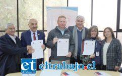 El alcalde Patricio Freire y el director regional del Serviu, Tomás Ochoa, suscribieron el convenio para la ejecución de este atractivo proyecto.