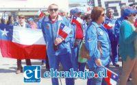 DESFILANDO.- También desfilaron por las calles de la ciudad anfitriona de este encuentro internacional de coros de adultos mayores.