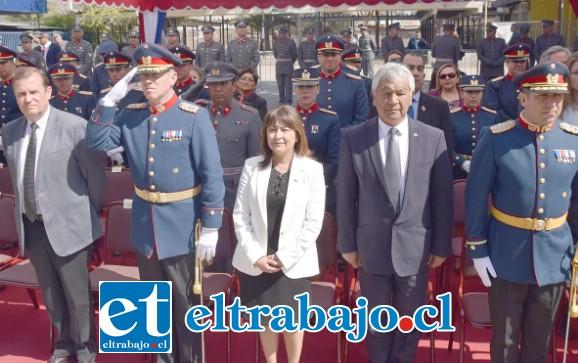AUTORIDADES PRESENTES.- En San Felipe altas autoridades e invitados especiales participaron en el Desfile Militar frente en las plazas Cívica y De Armas.