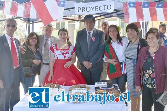 AUTORIDADES TAMBIÉN.- En Santa María también el alcalde Claudio Zurita y concejales de esa comuna participaron activamente en actos festivos en escuelas.