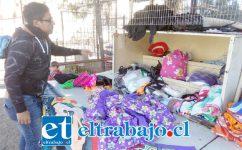 El propio afectado nos muestra donde tenía los vestidos avaluados en 30 mil pesos cada uno.
