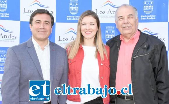 A cargo de la animación estará el dúo compuesto por Juan La Rivera y Carla Jara, en la imagen junto al alcalde Manuel Rivera.