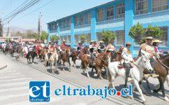 Fueron alrededor de trescientos los Huasos que marcharon en defensa del Rodeo Chileno. En la imagen, pasando por el centro de la comuna de Catemu. (Foto: AquiCatemu.cl)