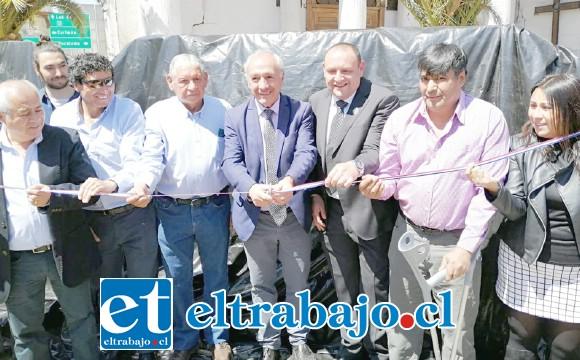 Las autoridades lideradas por el alcalde Patricio Freire hicieron el tradicional corte de cinta, de las letras creadas por Juan González.