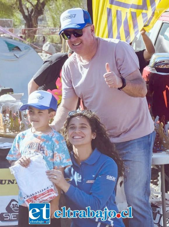 DUROS DEL ENDURO.- El empresario Giovanni de Paoli es otro de los impulsores del Enduro en Aconcagua, él también felicitó a los más pequeñitos.