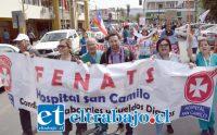 MARCHA SALUD.- La marcha realizó un recorrido desde el Hospital San Camilo bajando por Avenida Miraflores, llegando al centro de la ciudad e instalándose en la Plaza Cívica.