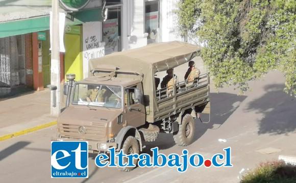 Efectivos militares circulando por las calles de San Felipe.