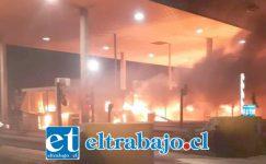 Peaje Las Vegas de Llay Llay fue completamente incendiado por manifestantes.