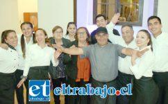 EQUIPO DE LUJO.- Ricos y variados bocadillos fueron los que presentó Miguel y su personal durante el lanzamiento de este nuevo servicio de restaurante y banquetería.