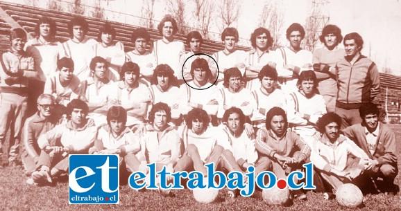 Jorge Espinoza en el plantel de Unión San Felipe, quinto en la segunda fila de izquierda a derecha.