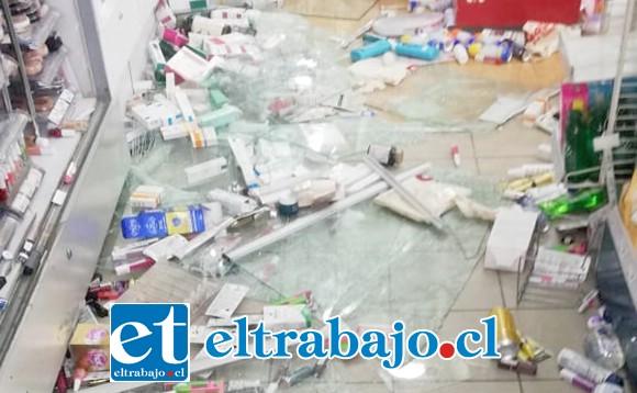 Los daños ocasionados a la Farmacia Ahumada de San Felipe.