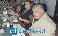 CON SU ESPOSA.- Aquí en una cena del Rotary Club de San Felipe, al lado de su esposa Carolina Espinoza Núñez.