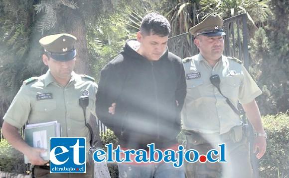 El imputado de 26 años de edad fue detenido por Carabineros, siendo trasladado hasta el Tribunal de Putaendo para ser formalizado por la Fiscalía. (Fotografía: Putaendo Informa).