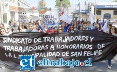 En la imagen trabajadores a Honorarios de la Municipalidad de San Felipe, en una de las tantas marchas realizadas en las últimas dos semanas.
