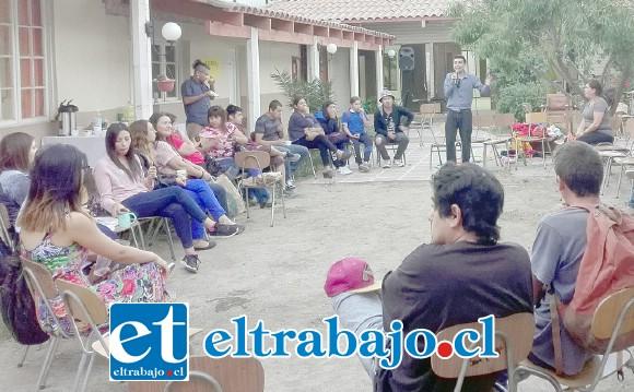 CABILDEANDO.- El Cabildo se desarrolló la tarde de este lunes en las mismas dependencias del Colegio de Profesores de San Felipe.