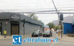 Estos dos taxis colectivos que aparecen en la imagen, desde la próxima semana podrán entrar por Cajales, a la inversa de como aparecen en la fotografía.
