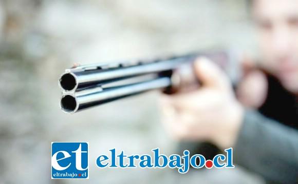 La víctima de 49 años de edad resultó con lesiones graves en su cuerpo tras el disparo de una escopeta en la comuna de Llay Llay. (Fotografía Referencial).
