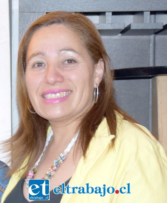 Wilta Berríos, directora del Liceo Corina Urbina.