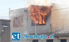 Las llamas emanaban desde el segundo piso de la propiedad de la familia Vergara – Delgadillo.