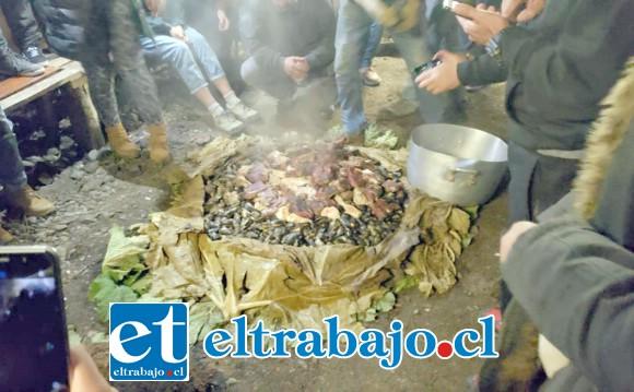 SIN CURANTO NO HAY PARAÍSO.- El rico Curanto al hoyo es uno de los míticos manjares que hay que probar cuando viajemos al sur de Chile.