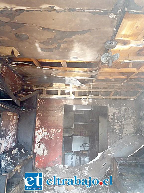 Pérdidas totales para la familia afectada producto de este incendio. (Fotografías: Emergencias Santa María).