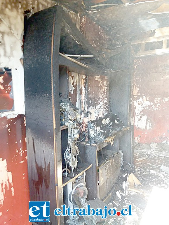 El fuego se desató a eso de las 09:30 horas de ayer miércoles.
