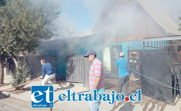 Compañías de Bomberos de Santa María y San Felipe combatieron el fuego.
