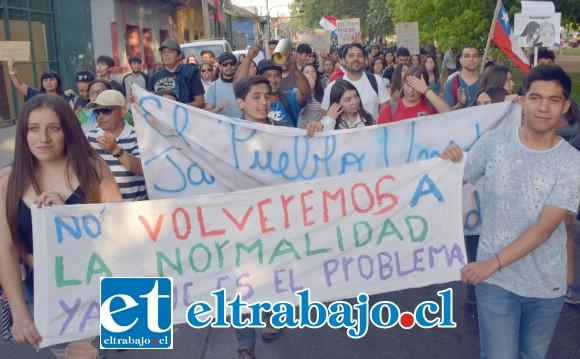 EN SINTONÍA.- Las marchas y protestas siguen a la orden del día en casi todo el territorio chileno, los sanfelipeños también se unen al sentimiento de malestar general.