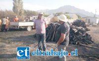 Orlando Contreras Vega en el lugar del siniestro donde perdió 250 colmenas. (Foto www.putaendouno.cl).