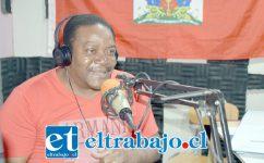 LA VOZ DE HAITÍ.- Michel André Eduard es uno de los locutores de Radio Comunitaria Aconcagua Haití.