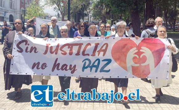 Las religiosas marchando por la paz en pleno centro de San Felipe, bajo la consigna: «Sin Justicia no Hay Paz».