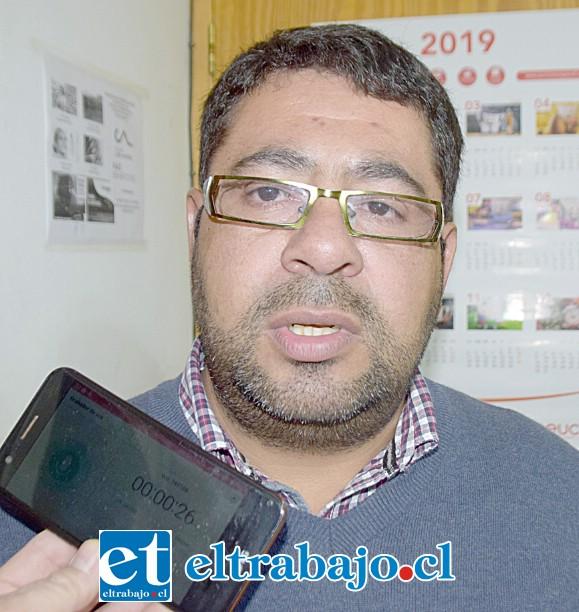 Elías León Farías, encargado de Rentas de la Municipalidad de Santa María.